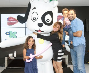 8. Sharon Gutierrez, Sarah Pepen, Affe Junior y Affe Gutierrez junto a Doki.