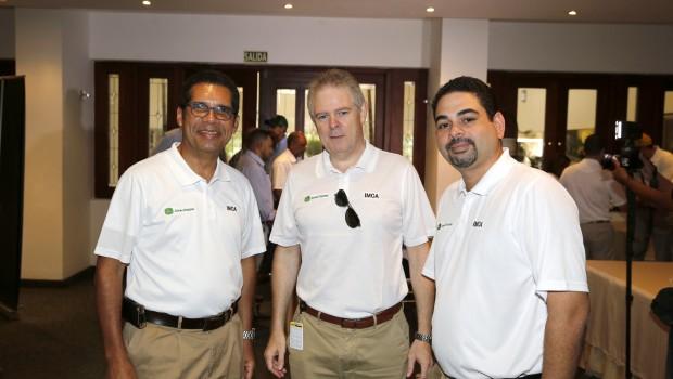 Jose Sasso (Director País), Sergio Soto (Vice-Presidente de Negocios) y Pedro Esteva Cambier (Gerente Piezas y Servicios)