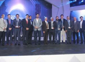1A - PRINCIPAL  El presidente de Cemex Dominicana, Carlos González - cuarto de izquierda a derecha- junto a los ganadores de los primeros lugares de las diferentes categorías de Premio Obras Cemex 2016.