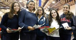 Colegio New Horizons celebra feria de universidades extranjeras